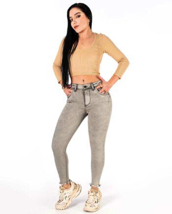 Jean skinny color gris con boton metalico