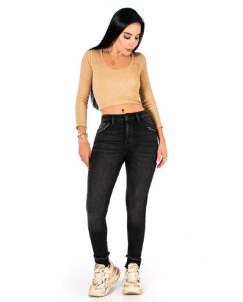 Jean skinny color gris oscuro con desgaste
